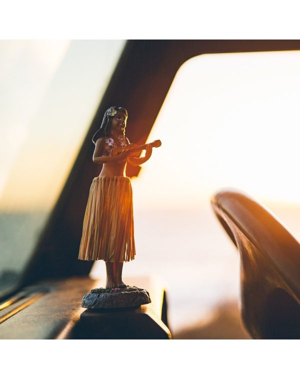 dancing hula girl op auto dashboard